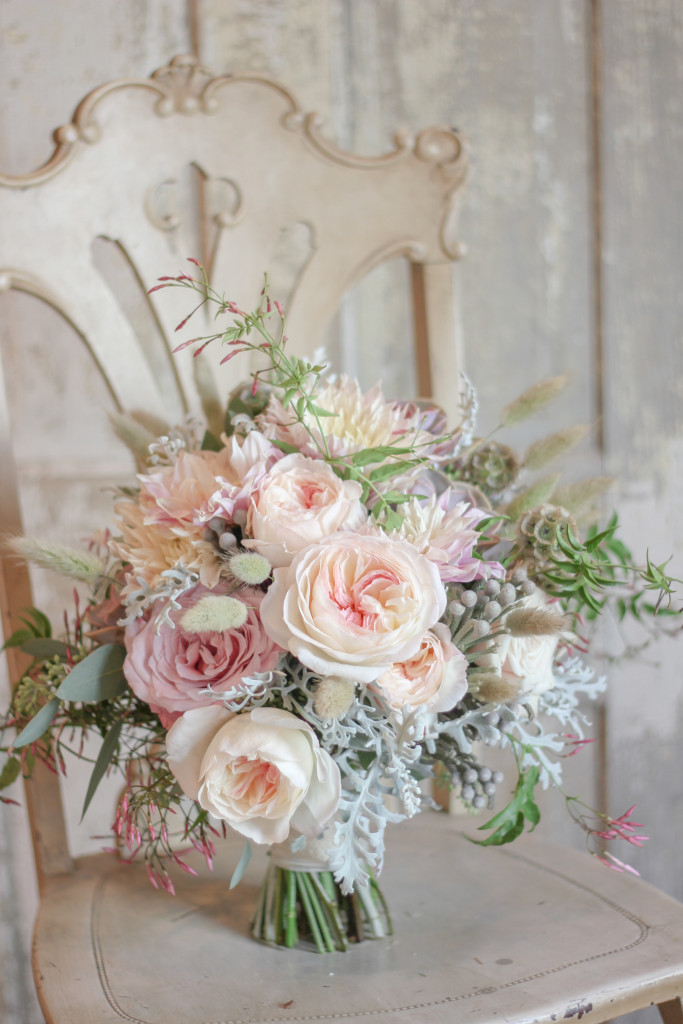 Frontier Flowers of Fontana designs beautiful weddings in Lake Geneva Wisconsin