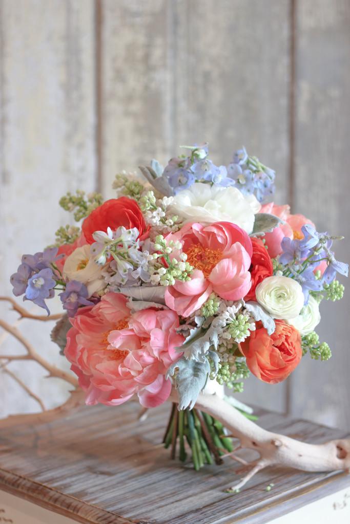 Frontier Flowers of Fontana designs gorgeous wedding flowers in Lake Geneva, Wisconsin