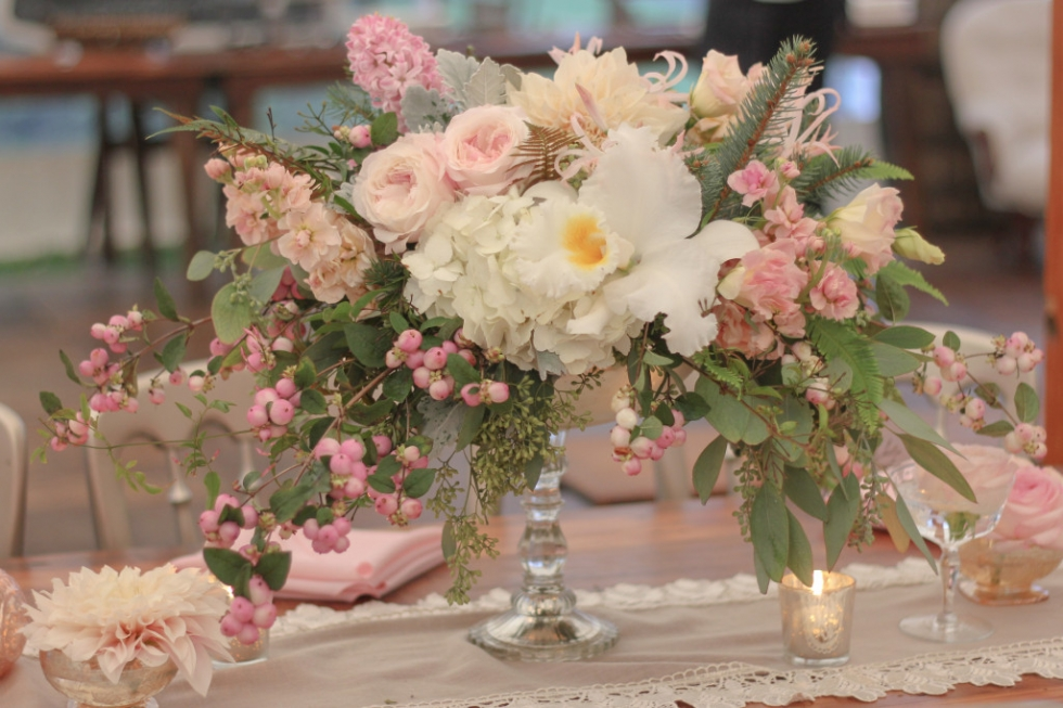 Frontier Flowers of Fontana designs gorgeous weddings in Lake Geneva, Wisconsin