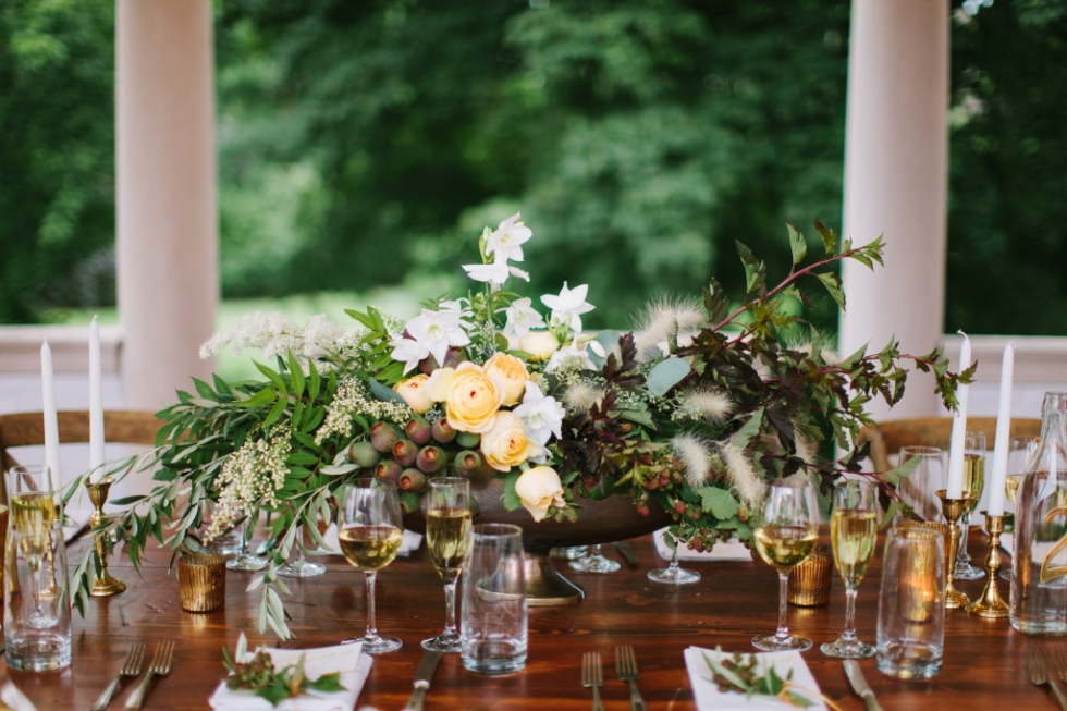 Frontier Flowers of Fontana designs gorgeous weddings at Villa Terrace in Milwaukee, Wisconsin.  Graciously Provided by: m three studio