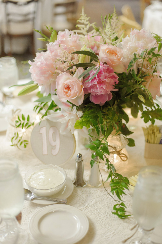Frontier Flowers of Fontana designs beautiful weddings at Lake Lawn Resort in Delavan, Wisconsin